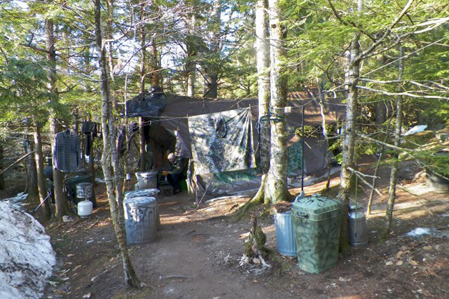 Az eldugott tábor